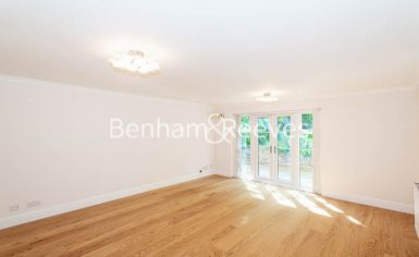 3 bedroom(s) flat to rent in Parkhill Road, Belsize Park, NW3-image 1