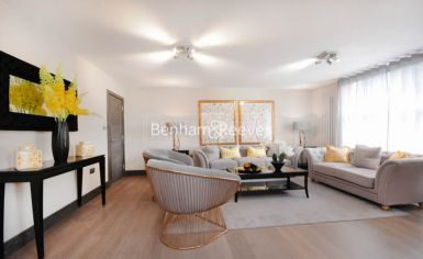 3 bedroom(s) flat to rent in Boydell Court, St. John's Wood Park, NW8-image 1