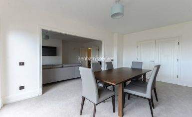 5 bedroom(s) flat to rent in Strathmore Court, Hampstead, NW8-image 1