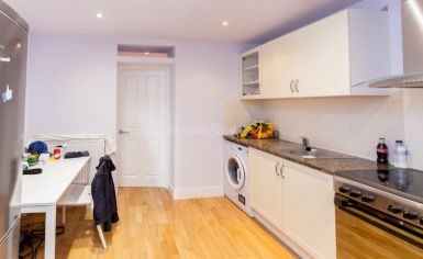 Studio flat to rent in Fleet Road, Hampstead Heath, NW3-image 1