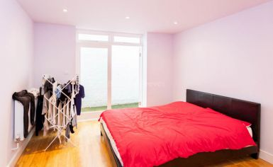 Studio flat to rent in Fleet Road, Hampstead Heath, NW3-image 3