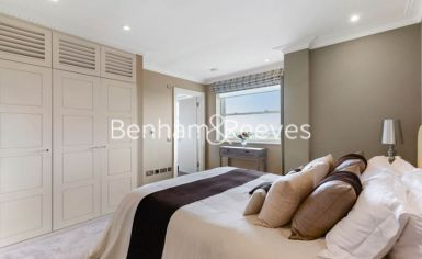 3 bedroom(s) house to rent in Boydell Court, St John's Wood, NW8-image 11