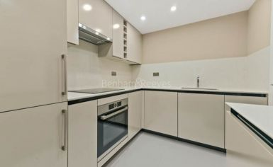 3 bedroom(s) flat to rent in Cresta House, Finchley Road, NW3-image 3