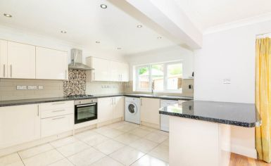 3 bedroom(s) house to rent in Greenfield Gardens, Cricklewood, NW2-image 2