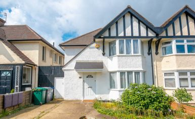 3 bedroom(s) house to rent in Greenfield Gardens, Cricklewood, NW2-image 4