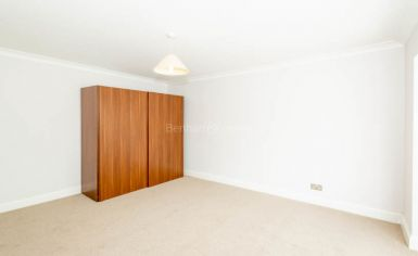 3 bedroom(s) house to rent in Greenfield Gardens, Cricklewood, NW2-image 6
