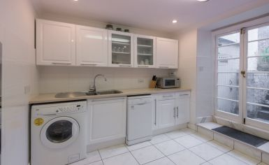 1 bedroom(s) flat to rent in Brompton Square, Knightsbridge, SW3-image 2