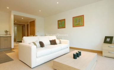 Studio flat to rent in Oswald Building, Chelsea Bridge Wharf, SW8-image 1