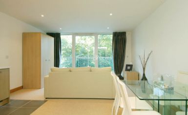 Studio flat to rent in Oswald Building, Chelsea Bridge Wharf, SW8-image 3
