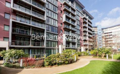 Studio flat to rent in Oswald Building, Chelsea Bridge Wharf, SW8-image 4