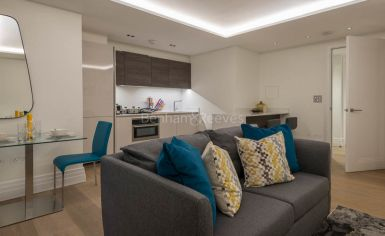 Studio flat to rent in Kensington Gardens Square, Bayswater, W2-image 2
