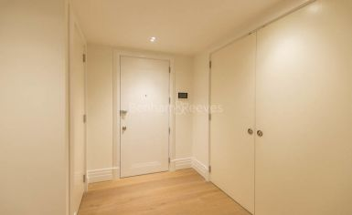 Studio flat to rent in Kensington Gardens Square, Bayswater, W2-image 5