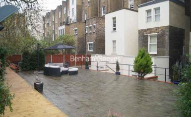 Studio flat to rent in St Stephens Gardens, Lancaster Gate, W2-image 3