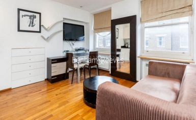 Studio flat to rent in Upper Berkeley Street, Hyde Park, W1H-image 1