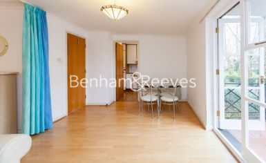 Studio flat to rent in Brompton Park Crescent, Kensington, SW6-image 3