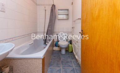 Studio flat to rent in Brompton Park Crescent, Kensington, SW6-image 5