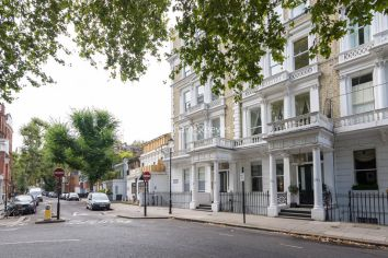 3 bedroom(s) flat to rent in Courtfield Gardens, Kensington, SW5-image 1