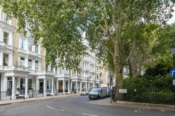 3 bedroom(s) flat to rent in Courtfield Gardens, Kensington, SW5-image 3