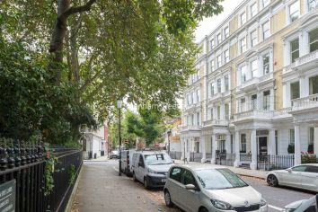 3 bedroom(s) flat to rent in Courtfield Gardens, Kensington, SW5-image 4