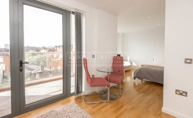 Studio flat to rent in Avonmore Place, Kensington, W14-image 2