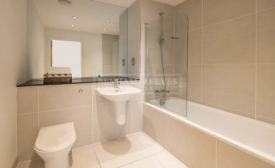 Studio flat to rent in Avonmore Place, Kensington, W14-image 5
