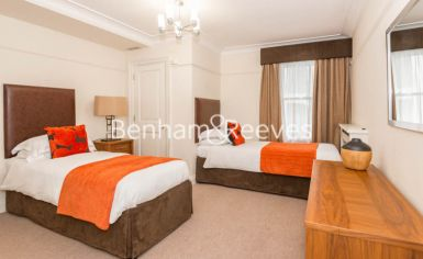 3 bedroom(s) flat to rent in Prince of Wales Terrace, Kensington, London W8-image 3