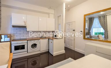 Studio flat to rent in Cornwall Gardens, Kensington, SW7-image 1