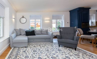 3 bedroom(s) flat to rent in Kensington Green, Kensington, W8-image 1