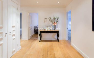 3 bedroom(s) flat to rent in Kensington Green, Kensington, W8-image 10
