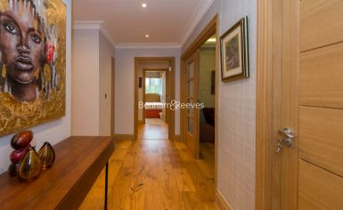3 bedroom(s) flat to rent in Marlborough Court, Pembroke Road, W8-image 4