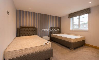 3 bedroom(s) flat to rent in Marlborough Court, Pembroke Road, W8-image 5