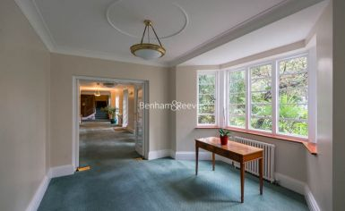 3 bedroom(s) flat to rent in Marlborough Court, Pembroke Road, W8-image 9