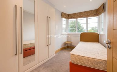 3 bedroom(s) flat to rent in Marlborough Court, Pembroke Road, W8-image 10
