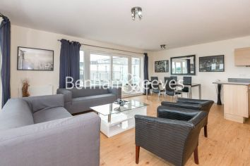 3 bedroom(s) flat to rent in Beaufort Park, Colindale, NW9-image 1