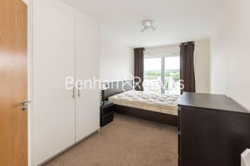 3 bedroom(s) flat to rent in Beaufort Park, Colindale, NW9-image 8