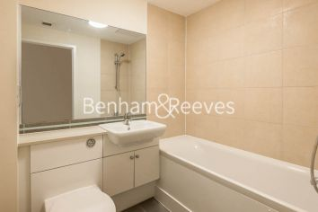 3 bedroom(s) flat to rent in Beaufort Park, Colindale, NW9-image 9