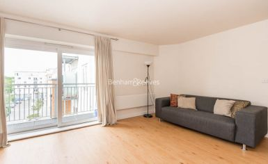 1 bedroom(s) flat to rent in Heritage Avenue, Beaufort Park, NW9-image 1