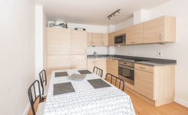 1 bedroom(s) flat to rent in Heritage Avenue, Beaufort Park, NW9-image 2