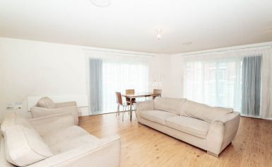2 bedroom(s) flat to rent in Boulevard Drive, Colindale, NW9-image 2