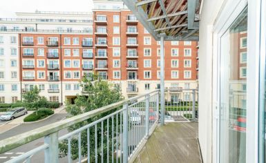 2 bedroom(s) flat to rent in Boulevard Drive, Colindale, NW9-image 9