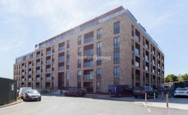 2 bedroom(s) flat to rent in Boulevard Drive, Colindale, NW9-image 14