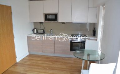 Studio flat to rent in Beaufort Park, Colindale, NW9-image 2