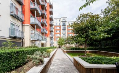 Studio flat to rent in Beaufort Park, Colindale, NW9-image 5