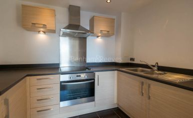 1 bedroom(s) flat to rent in Needleman Close, Colidnale, NW9-image 3