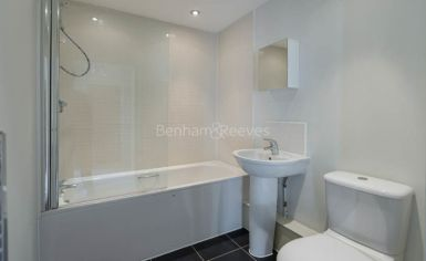 1 bedroom(s) flat to rent in Needleman Close, Colidnale, NW9-image 5