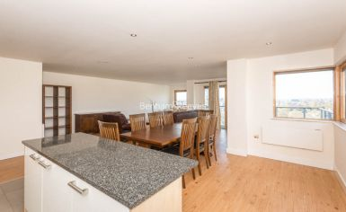 3 bedroom(s) flat to rent in Heritage Avenue, Colindale, NW9-image 7