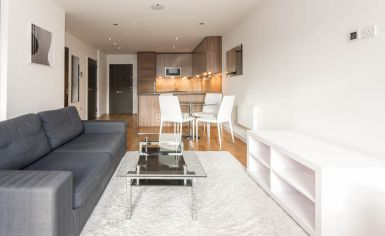 Studio flat to rent in Commander Avenue, Beaufort Park, NW9-image 1