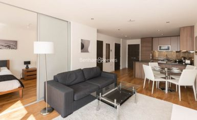 Studio flat to rent in Commander Avenue, Beaufort Park, NW9-image 2