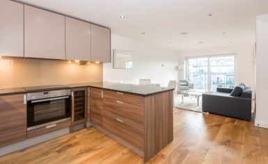 Studio flat to rent in Commander Avenue, Beaufort Park, NW9-image 3