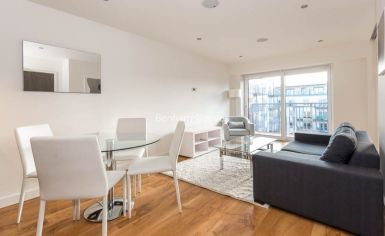 Studio flat to rent in Commander Avenue, Beaufort Park, NW9-image 4